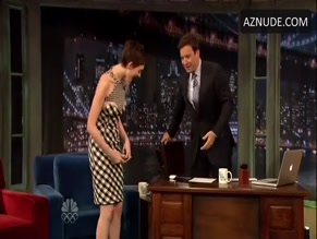 ANNE HATHAWAY in LATE NIGHT WITH JIMMY FALLON(2012)