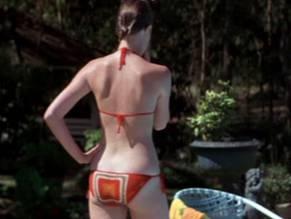 Lindsay lohan goes nude