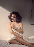 EMILIA CLARKE ESQUIRE PHOTO SHOOT