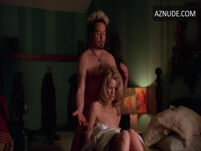 CLAUDIA SCHIFFER NUDE/SEXY SCENE IN FRIENDS & LOVERS