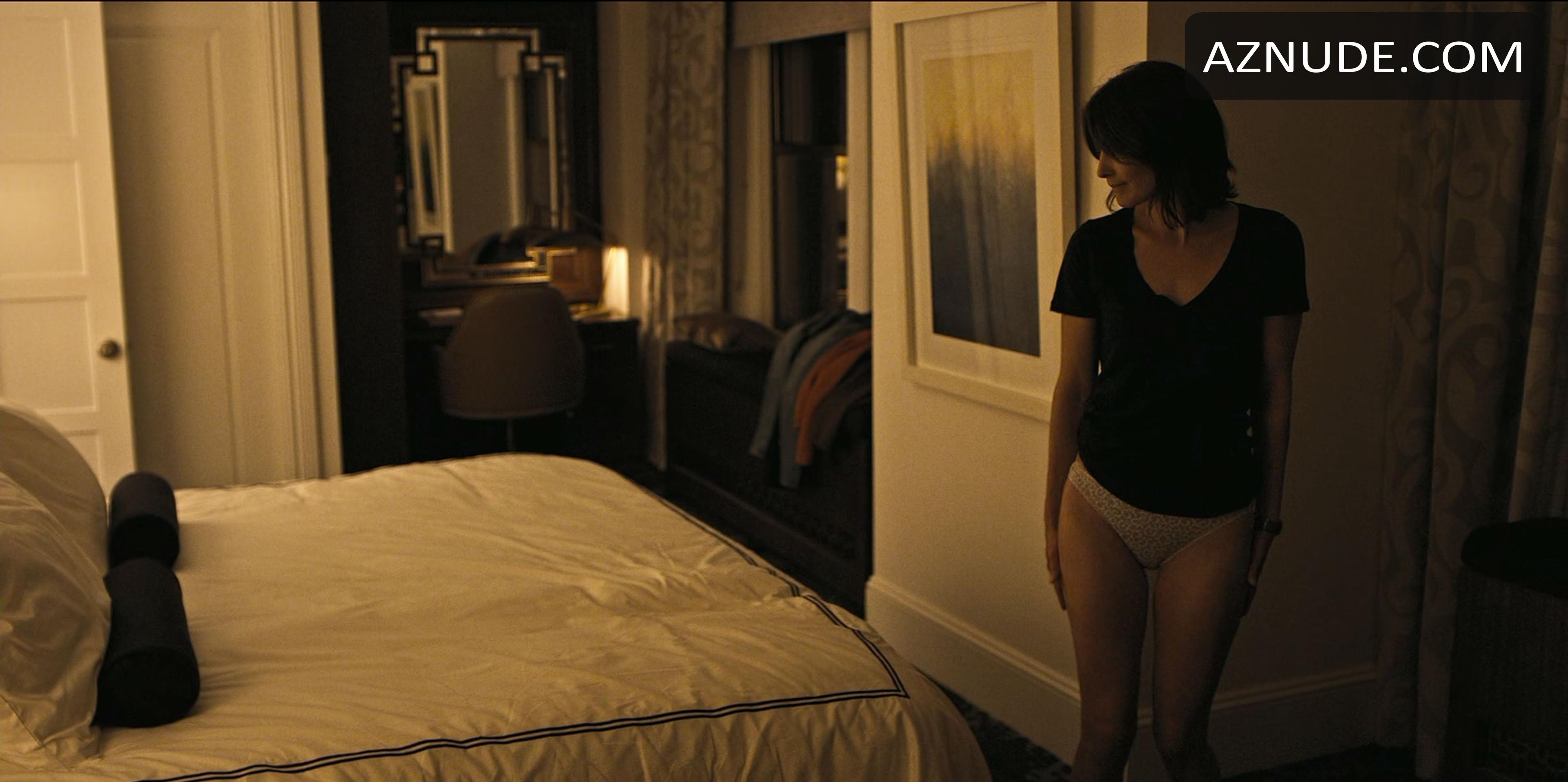 cobie smulders caught naked