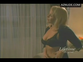 GAIL O'GRADY in SEX AND THE SINGLE MOM(2003)