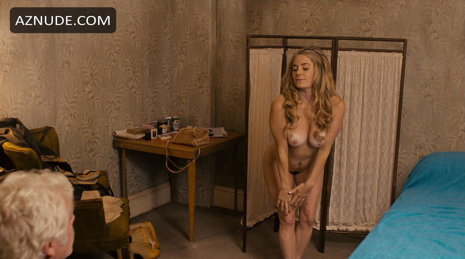 Julia Neumann Nude