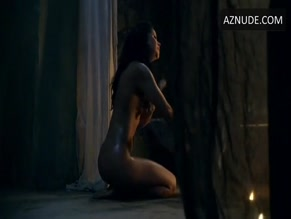 MARISA RAMIREZ in SPARTACUS: GODS OF THE ARENA(2011)