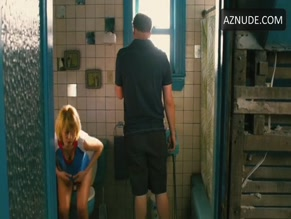 MICHELLE WILLIAMS in TAKE THIS WALTZ(2011)