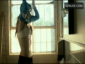 PAZ VEGA NUDE/SEXY SCENE IN 10 ITEMS OR LESS