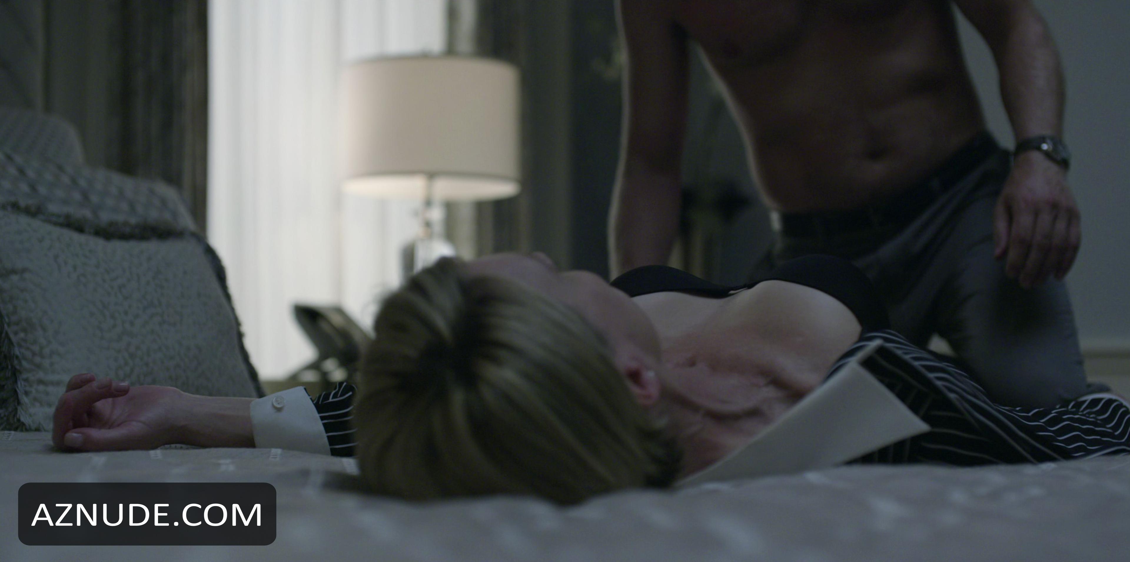 naked wife pleasures vagina