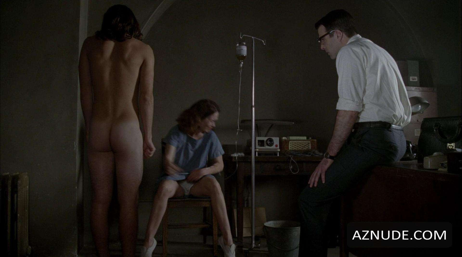 sarah paulsons nude ass