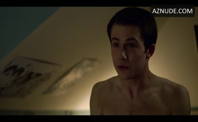 SOSIE BACON NUDE/SEXY SCENE IN 13 REASONS WHY