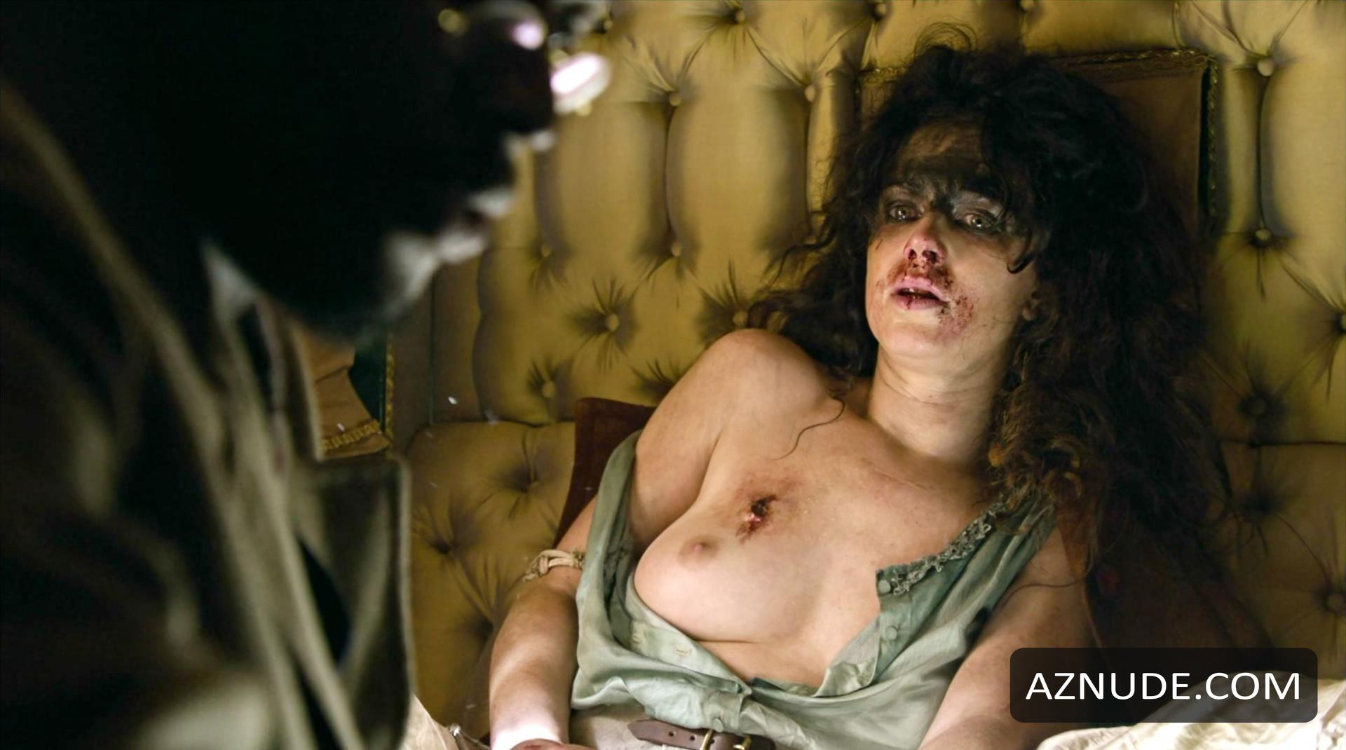 Amy Manson  nackt