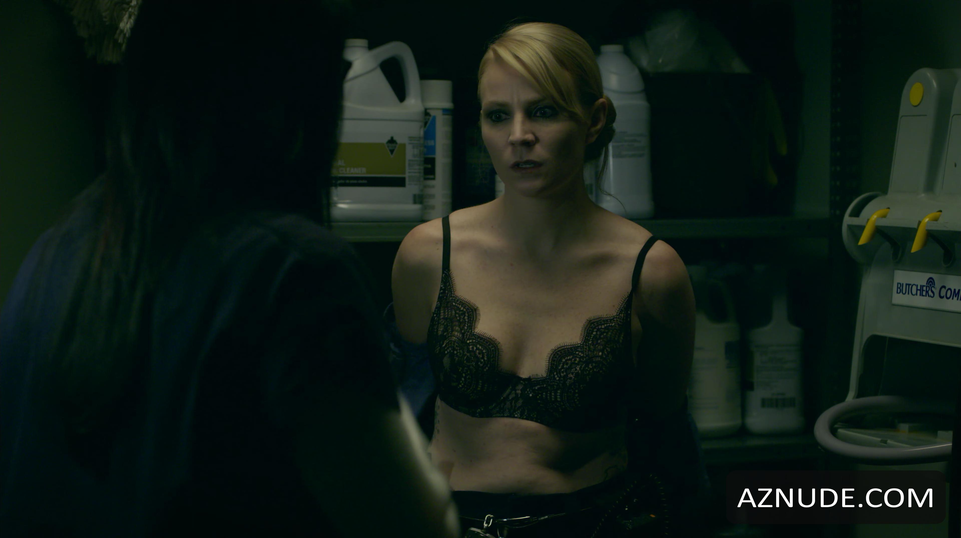 Emily Tarver  nackt