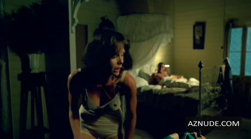 Rebecca Gilling  nackt