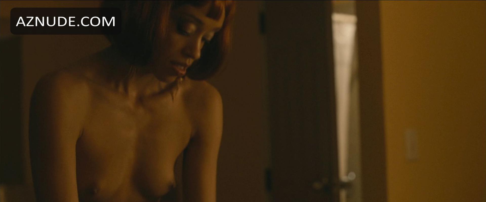 Shanti Lowry  nackt