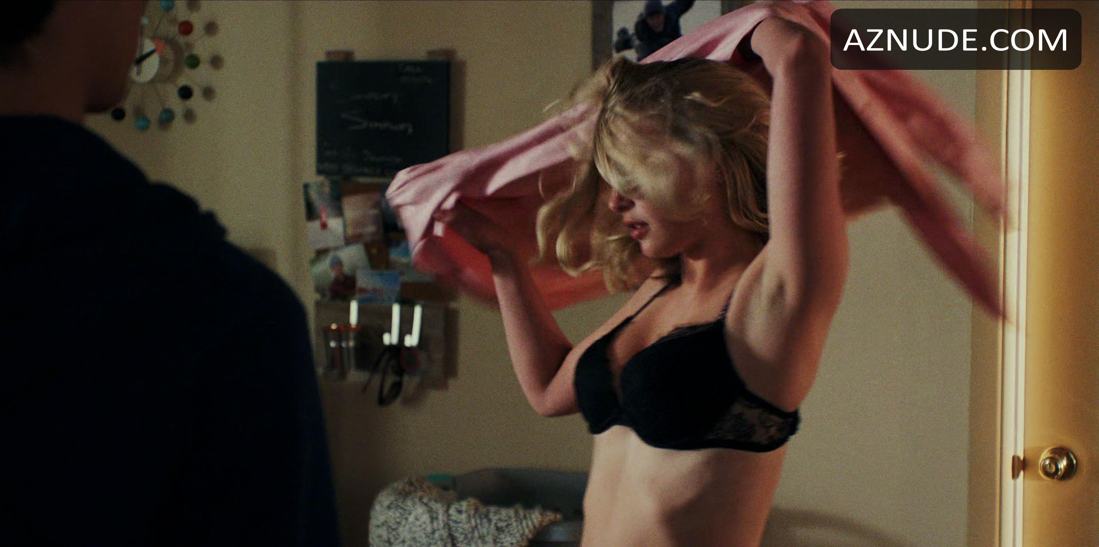 Nackt Sophie Simnett  41 Sexiest