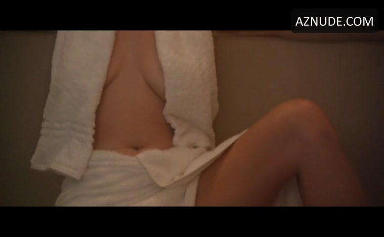 Alice Wetterlund & Aubrey Plaza in the sauna