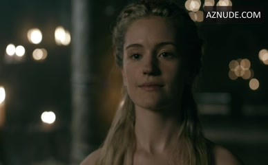 ALICIA AGNESON in Vikings