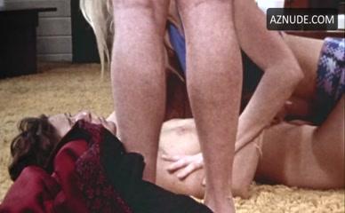 Luanne Roberts  nackt