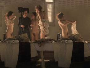 Nude Caroline scene dhavernas