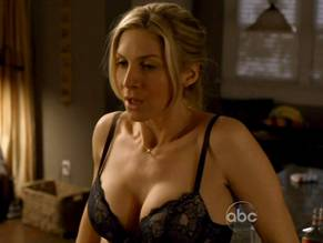 elizabeth-mitchell-nude-in-gia-junior-first-time-sex