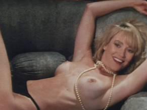 Elizabeth Sandifer  nackt