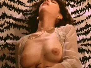 Emma Quer  nackt