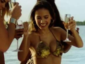 Genesis nackt Corvo Jennifer Lopez