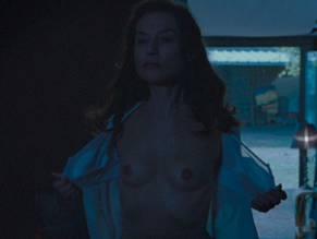 Isabelle nackt Huppert Isabelle Adjani