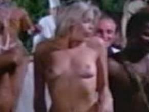 Marchall  nackt Isabelle Laura Gemser