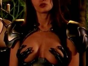 Pirian nackt Lana  A strong
