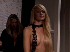 lisa gleave topless in einem thong