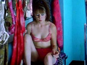 Liz Stauber  nackt