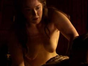 Nikki Dinki  nackt