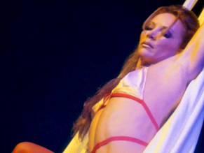 Nackt  Mam Smith Flashing videos