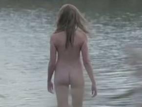 Amateur nude milf model