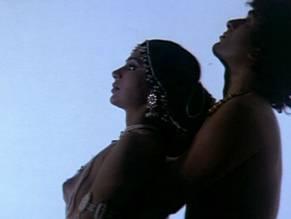 Nude Kareena