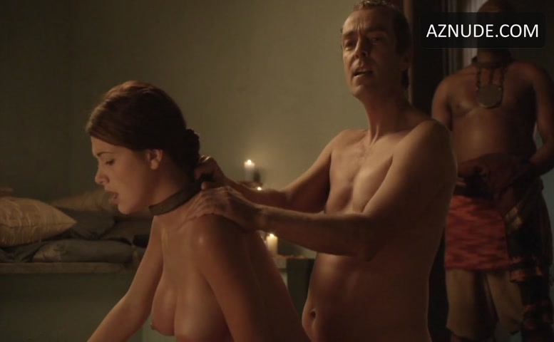 Aria Dickson  nackt