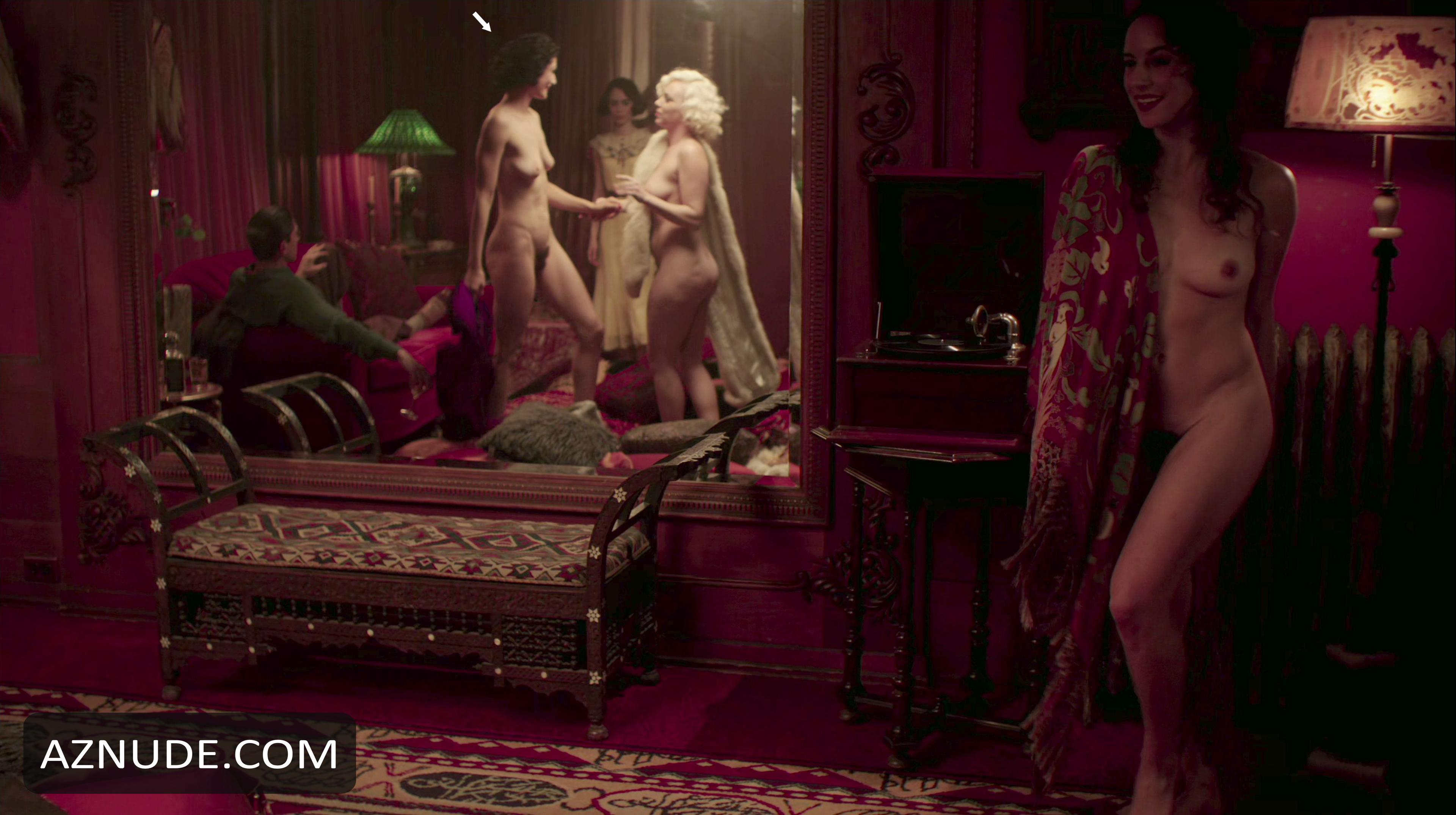 lily collins nude image