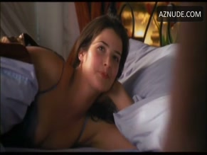 COBIE SMULDERS in THE LONG WEEKEND(2005)
