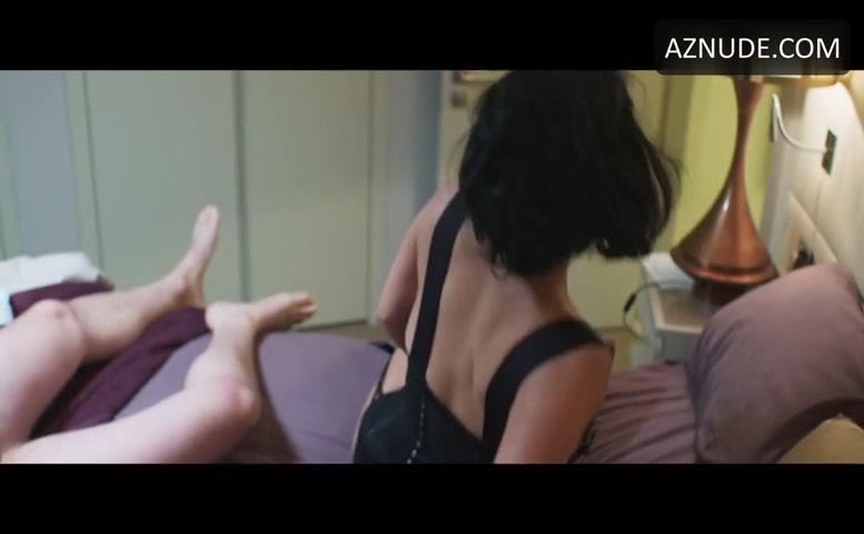 Pissing toilet voyuer