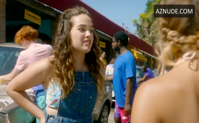 Mary Mouser  nackt