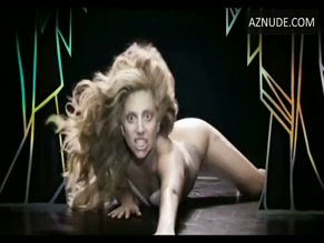 LADY GAGA in APPLAUSE(2013)