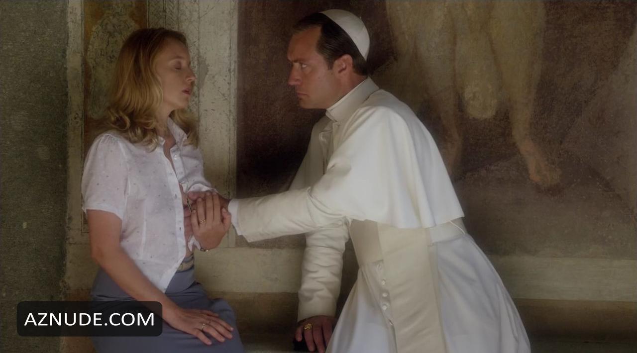 The Young Pope Scene di nudo - Aznude-4905
