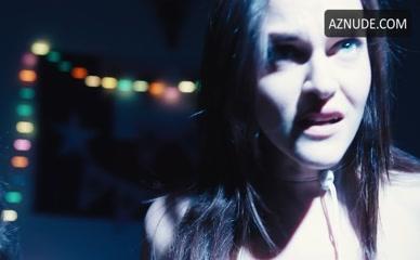 Zainne nackt Saleh 'The Binge':