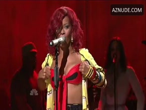 RIHANNA in SATURDAY NIGHT LIVE(1976-)