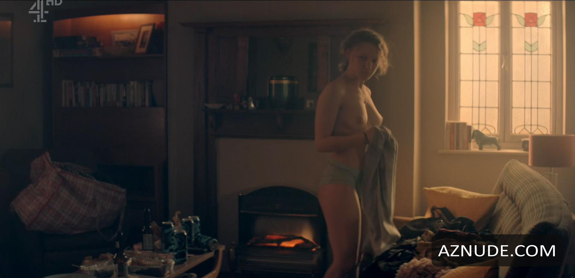Emma stone first nude topless scene in the favourite 2018 - 3 part 2